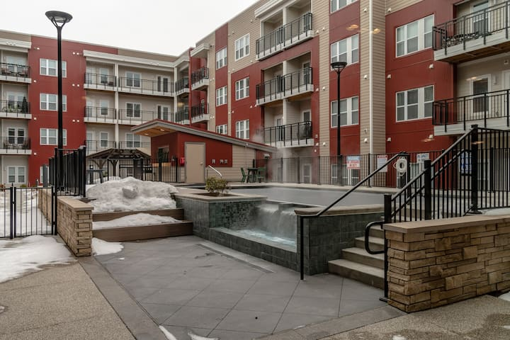 Luxury Double King Bed Apt at The Brix w/ Pool