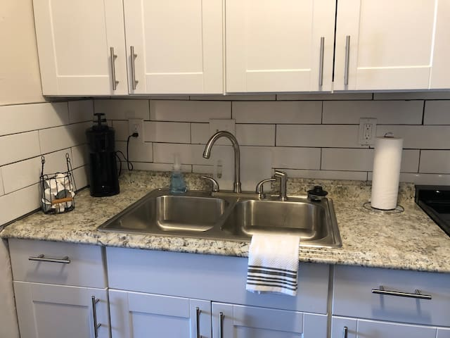 **Adorable Apartment in St. Louis near The Hill**