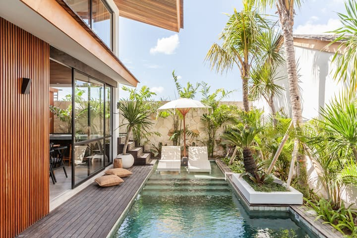 Award-winning designer villa in central Seminyak