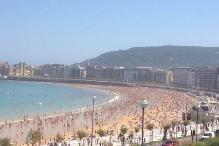 Fantastic views of the beach: seafront cozy studio - San Sebastián