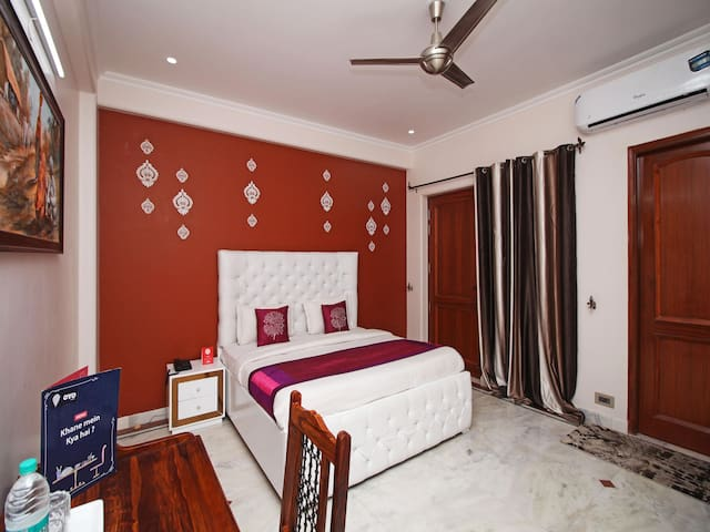 Lavish 1 BR Stay In Greater Noida