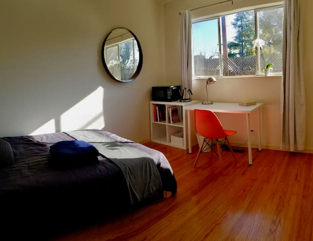Lovely private room. Best location in Bay Area!