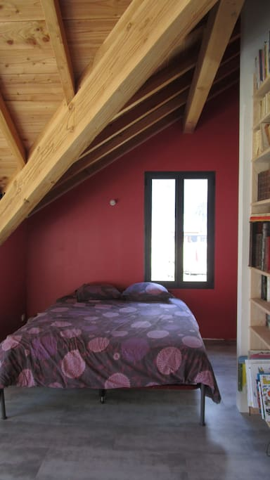 lit double 160 dans la salle de jeux bibliothèque à l'étage