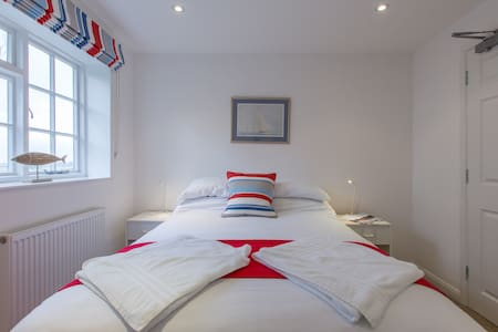 Double En-Suite R10 at Itchenor SC - West Sussex - Bed & Breakfast
