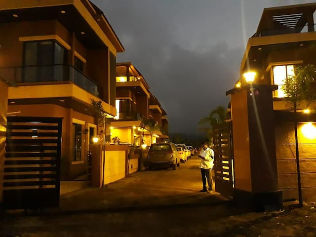 4 Bhk Beautiful Villa with Private Swimming Pool