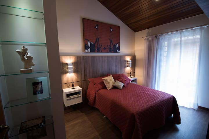 Cozy studio, close to city center and attractions - Curitiba - Bed & Breakfast