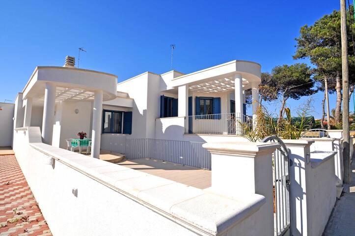Casa vacanza a pochi metri dal mare - Torre Suda - Casa