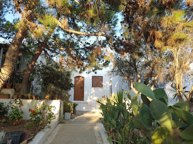Katharades Cottage-bungalow near the beach