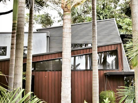 'The Bower' Stylish garden bungalow Mount Kembla