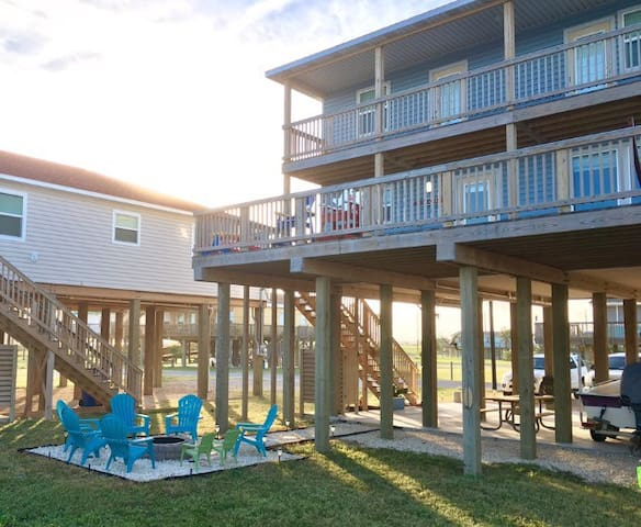 Los Swanos,        Beach Front Home - Surfside Beach - Casa