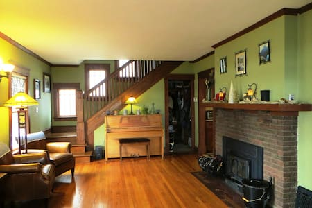 Warm & Inviting Room in Dwtn Lakefront Home! - Madison - Rumah