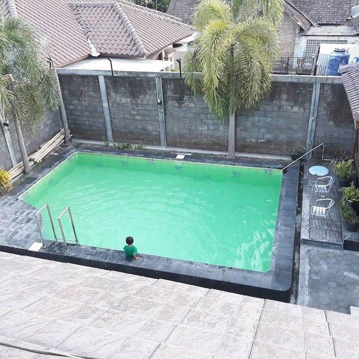 Whouse Palagan dg Private poll ( kolam renang )