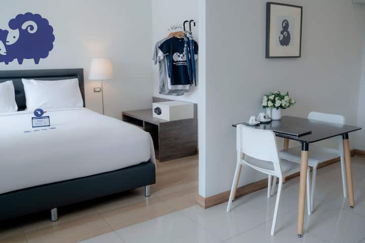 Cozy kind bed room @4min walk to shopping mall