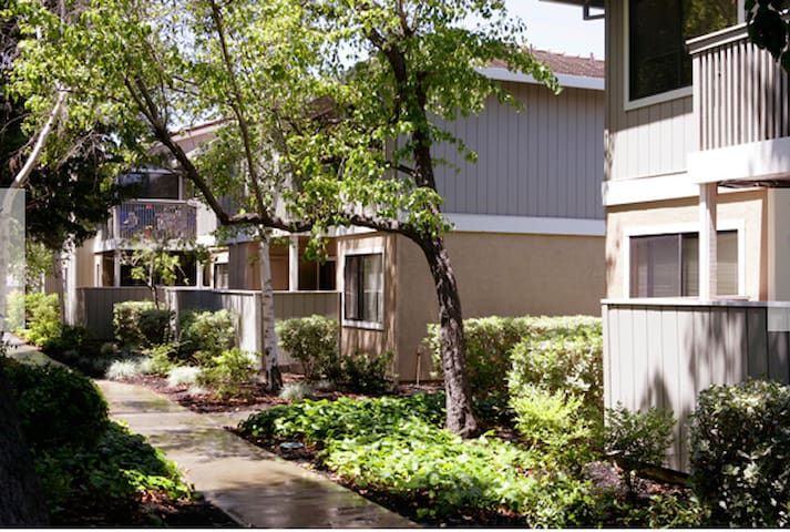 Across Downtown Pleasanton - Pleasanton - Apartment