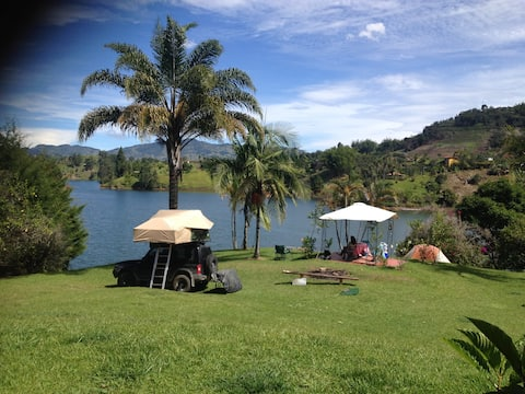 THE LAKE CAMPING- OVERLANDERS