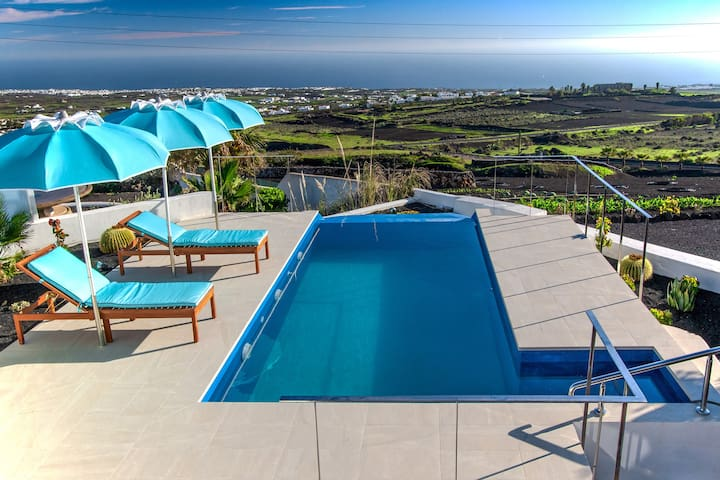 New 2019 Panoramic sea views, Delux villa Via Lactea/Infinity,with private heated pool