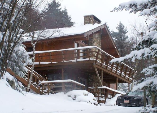 Beautiful Slope Side Snowshoe Chalet Sleeps 16