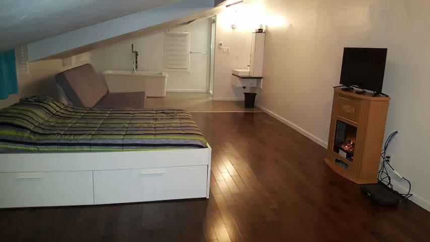 GRAND LOFT NEUF chambre privé, cuisine commune +++ - Montréal-Est - Loft