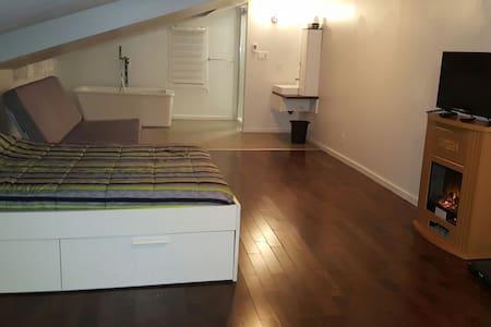 GRAND LOFT NEUF chambre privé, cuisine commune +++ - Montréal-Est - Лофт