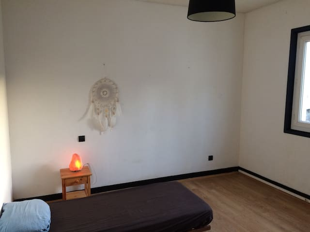 Chambre dans le centre de Soustons - Soustons - Byt