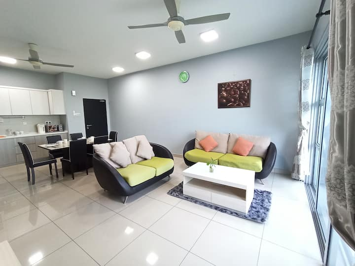 Cozy 3BR Sweethome Aeon/tTesco bukit indah,8 PAX