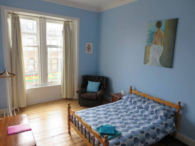 Bright large double room - Glasgow - Daire