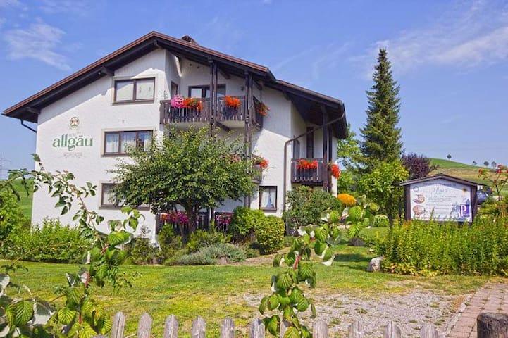 Hotel Allgäu garni (Scheidegg) -, Doppelzimmer Balkon