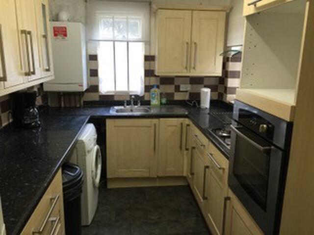 Big 2 bedroom house 5 minutes to White Hart Lane