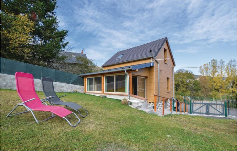 Holiday cottage with 2 bedrooms on 45m² in Neussargues