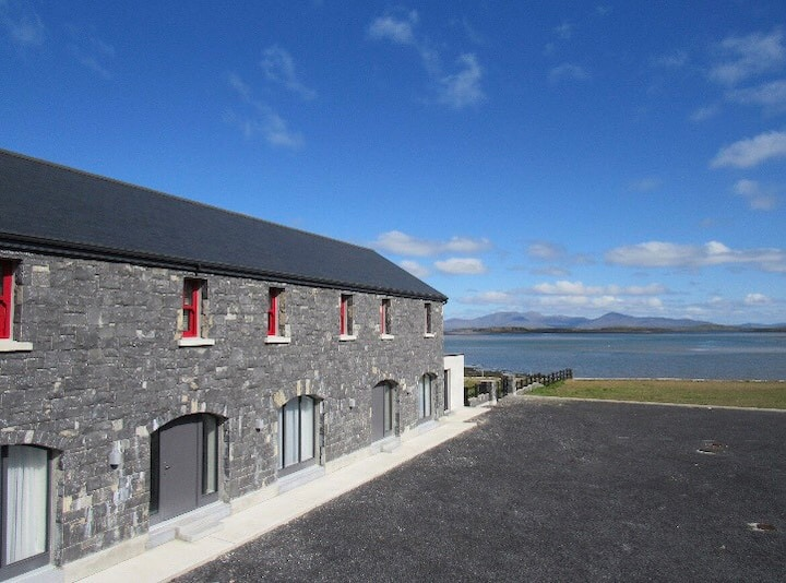 The Bay Coach House, private sea access, sleeps 6