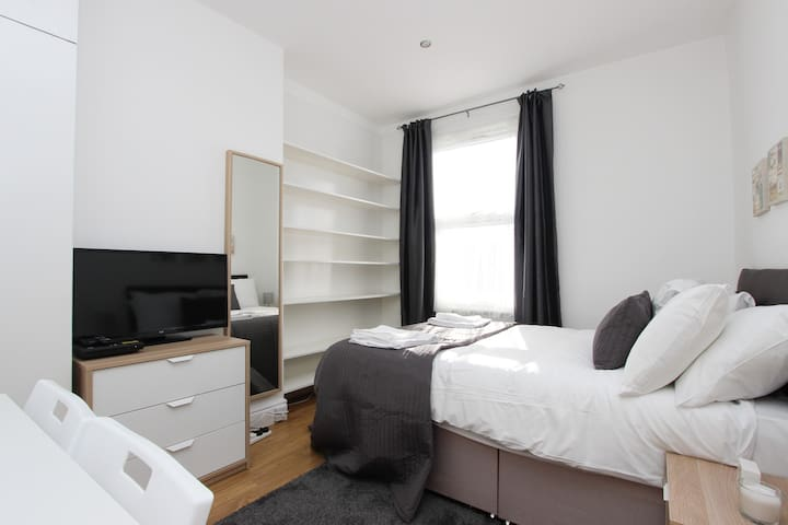 Lovely New Double Room in Dollis Hill S60A3