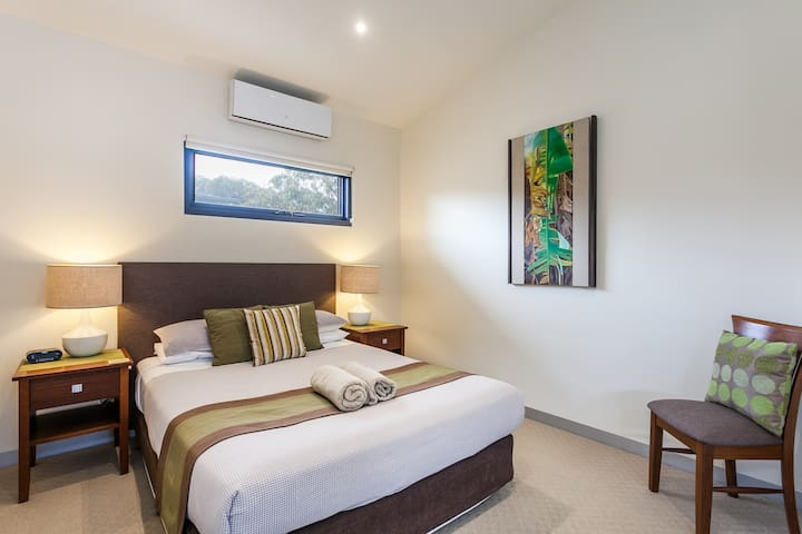Aireys Inlet Getaway Studio sleeps a total of 2