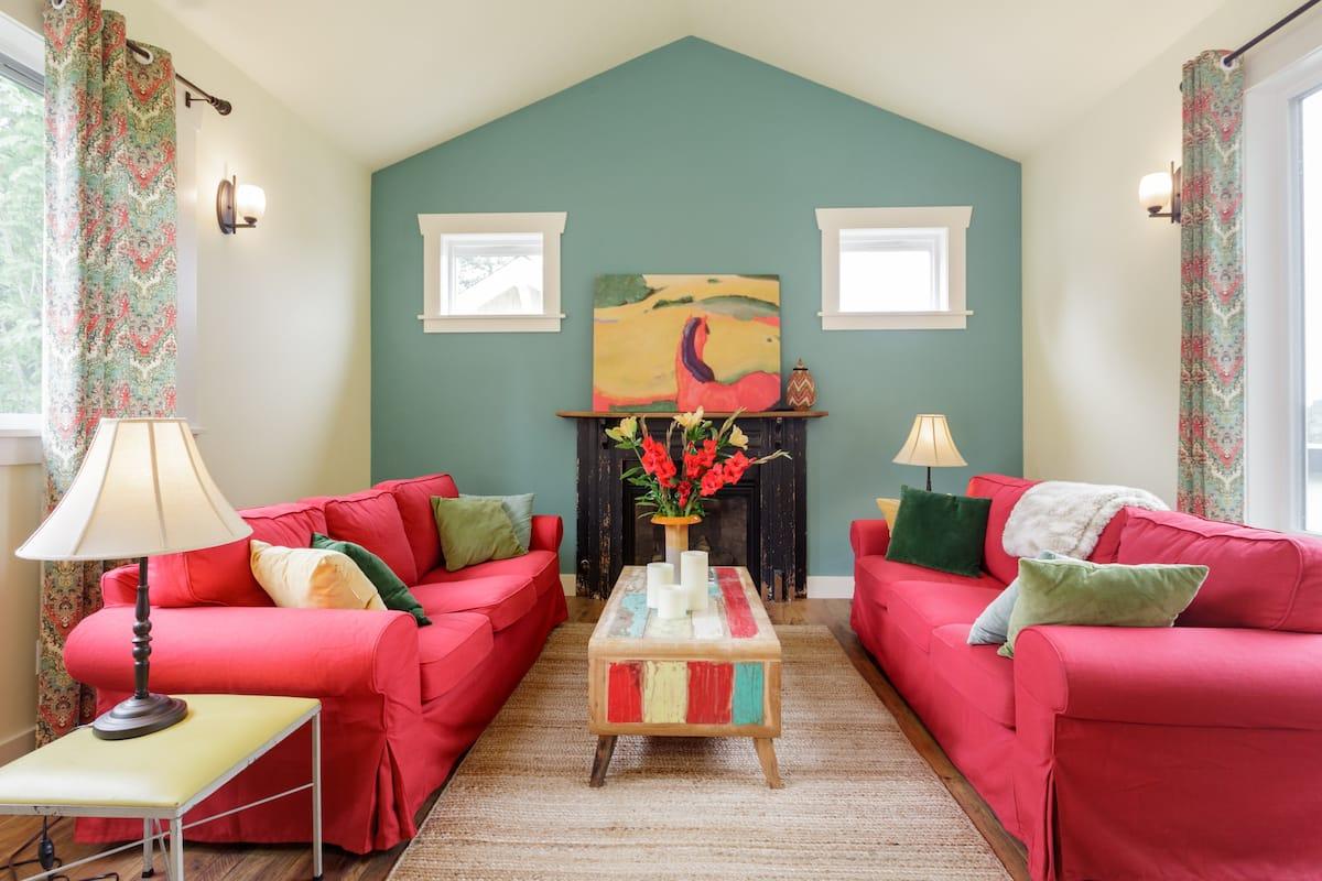 Colorful Cottage Close to Lake Washington