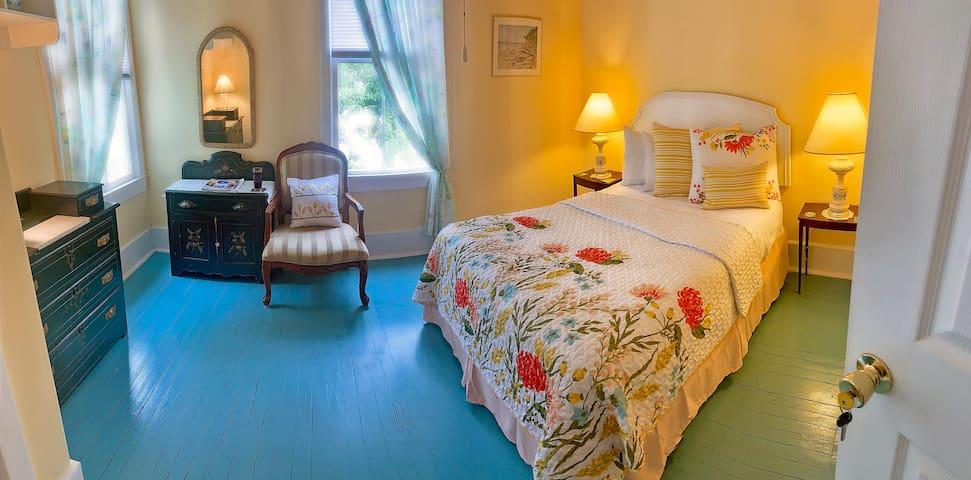 Yellow room at Baxter's Brewhouse Inn