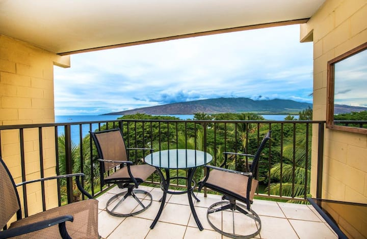 KR607-Working Vacation ? (or Not)—Great Top Floor Condo with Ocean/Bay Views
