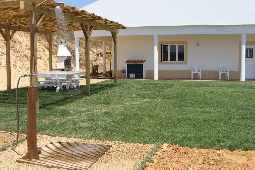Leisure Area and Barbecue - 200 m2 / Erholungsgebiet und Barbecue - 200 m2