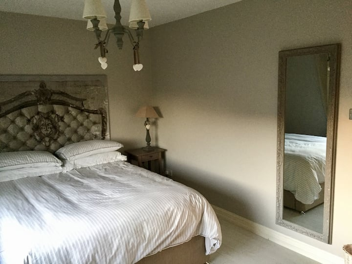 spacious double very close to airport