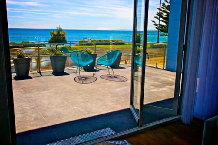 Penguin Beachfront Apartments - Beachfront 2 Apt