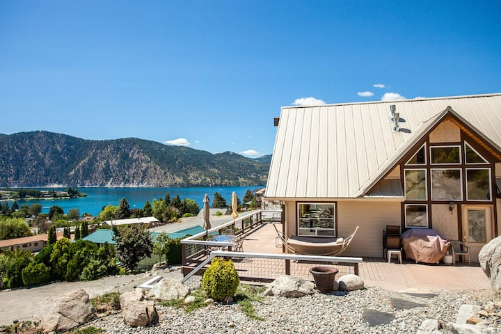 Fabulous A-frame with gorgeous views of Manson Bay, WiFi, Ping-Pong!