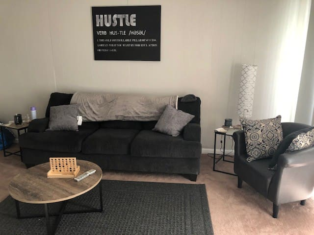Cozy 1 BR Apartment on the East End -- DERBY READY