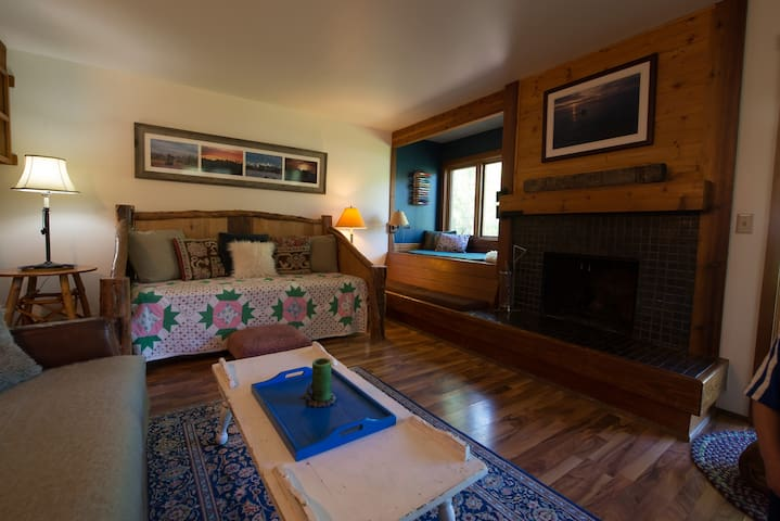 Cozy Condo, 5 minutes from Jackson Hole Mt.Resort!