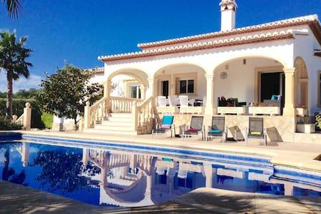 Beautiful 4 bedroom villa with large pool in Javea - Trencall