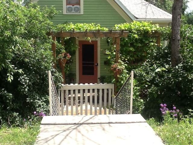 Centrally Located Small Cottage - Rapid City - Dom
