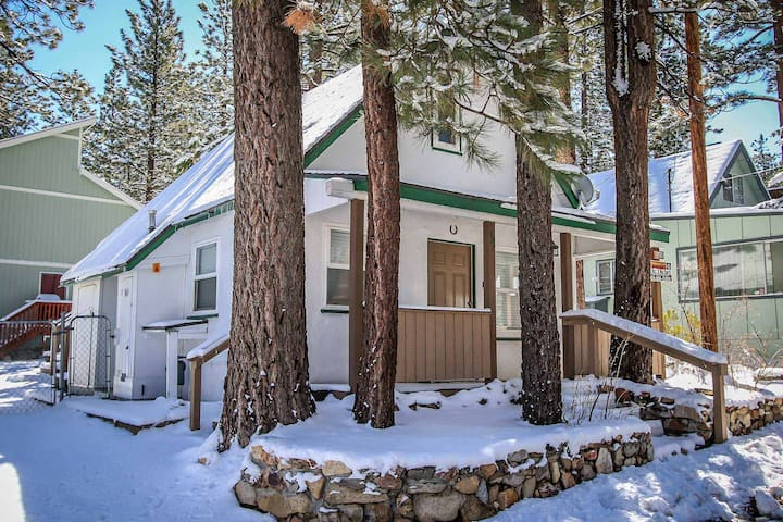 Cozy Inn~Romantic Couple's Cabin~Basic Kitchen~Back Yard~Close To Town & Lake~ - Big Bear Lake