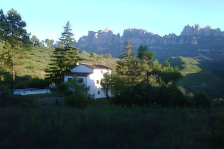 Habitacion a los pies de Montserrat con piscina - El Calvet - Rumah