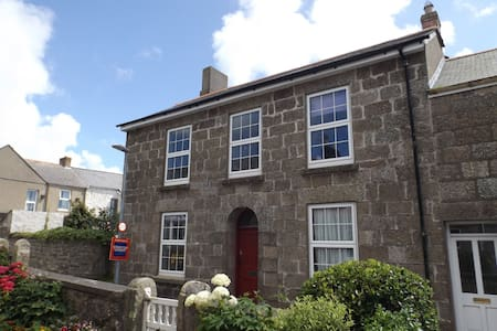 """""""The Old Post House"""" Rooms to let! - St Just"""