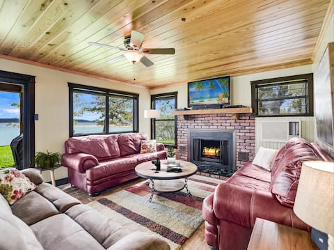 Peaceful Winter Retreat | Cozy Lakehouse & Guesthouse | Fireplace + Firepit