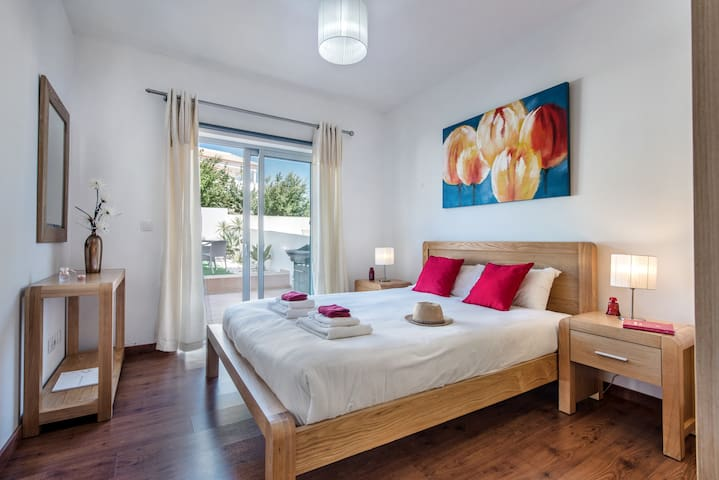 A Smart And Modern Master Bedroom To Enjoy Access To The Garden Too