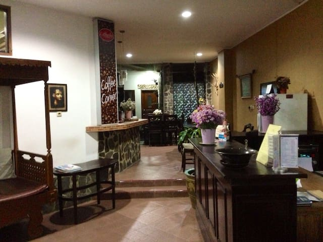 LATHYSHA GUESTHOUSE Your Home Away From Home - Serpong Utara - เกสต์เฮาส์