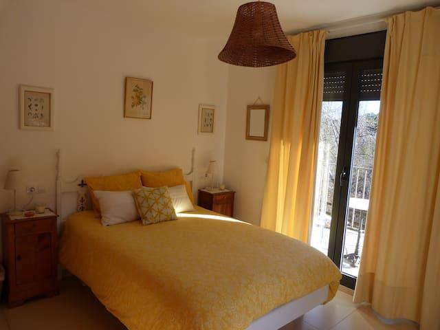 Coqueta habitación, terraza- jardín, Navasa-Jaca.